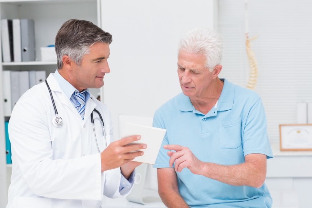 doctor explaining johnson and johnson hernia recall to patient